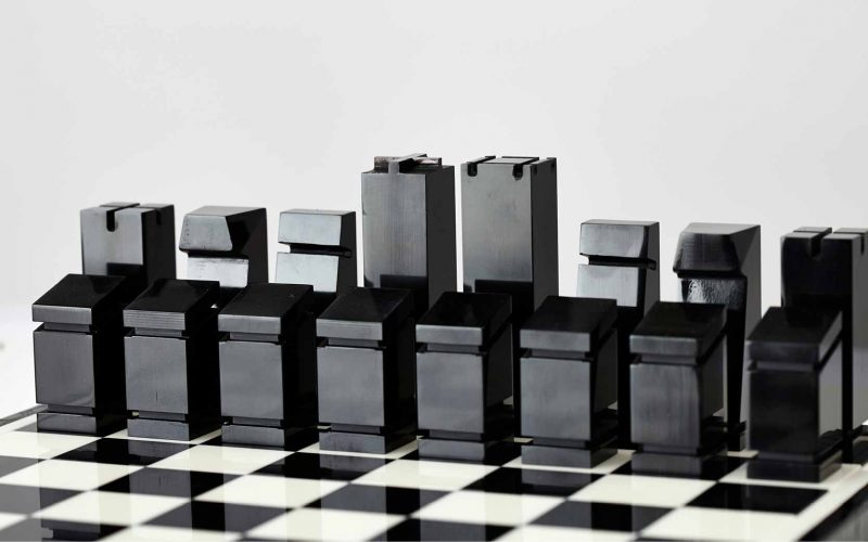 Bertoni 1949 - A minimal chessboard that becomes a collector's item